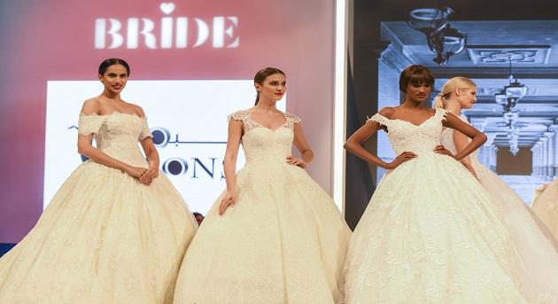 dab560e34 معرض عروس دبي 2017 إبداع في تصاميم فساتين الأعراس والحفلات - أوقات دبي